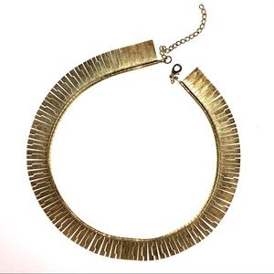 Golden links statement choker